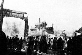 北京兵变中被毁的东四牌楼