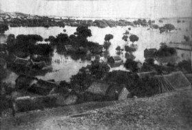 被泛滥的黄河水淹没的苏北村庄