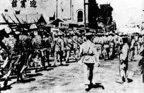 北伐军入郑州城的情形