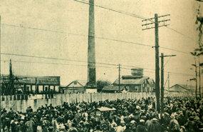 20世纪30年代初的日本时事:富士纱厂工潮时工人欢呼的场面