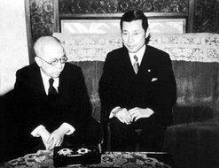 1943年日本天皇裕仁向徐良颁发勋章