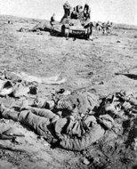 被击毁的国民党军的坦克和击毙的士兵