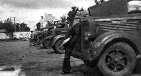 1945年八路军在解放平度城战斗中缴获的汽车
