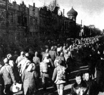 被俘国民党军官兵正在通过天津市区