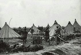 搭帐篷扎营