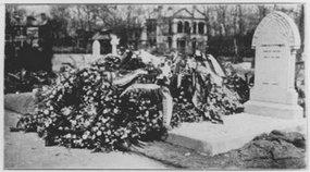 奥一匈总领事的墓穴与墓碑