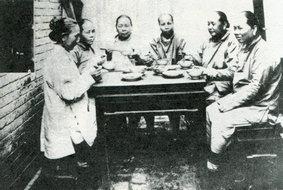 传统食仪的女桌席