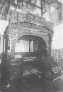 传统的雕花床