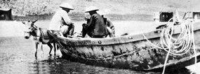 北戴河海滨捕鱼船上的渔民