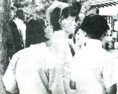 北京端午节少女头戴石榴花