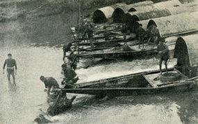 北江逆水行舟的船民