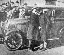 发明家爱迪生试坐福特第一辆新式汽车
