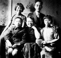 1939年元旦任鸿隽、陈衡哲全家合影