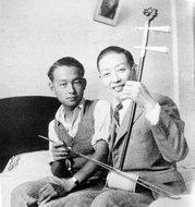 1941年梅兰芳教子葆琛操琴