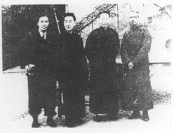 1947年梅兰芳与丰子恺等在沪合影