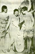 巴黎剧场后台三位裸身的女演员