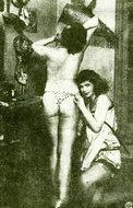 巴黎剧场后台两位裸身的女演员