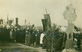俄教徒们在冬季的松花江畔