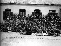传教士和河北沧州工人冬季学校的学生