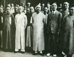 北平国民政府成立时汪精卫与众人合影