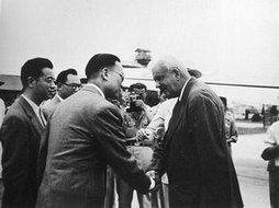 国民政府礼宾司司长沈昌焕迎接莱普汉来华访问