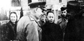 美国驻重庆的调停人马歇尔和周恩来的高级助手王炳南