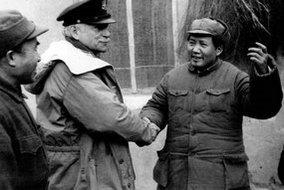 毛泽东、朱德在延安会见美国总统罗斯福的私人代表赫尔利