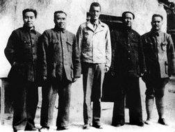 毛泽东、周恩来等与美国驻华大使秘书、美军观察组成员谢伟思