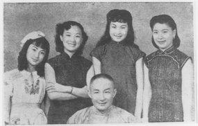 白虹、李丽华、周璇、洪警龄、凤凰合影